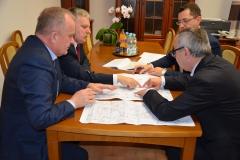 Poseł na Sejm RP pan Tomasz Zieliński oraz Starosta Powiatu Tomaszowskiego pan Henryk Karwan odwiedzili Gminę Telatyn